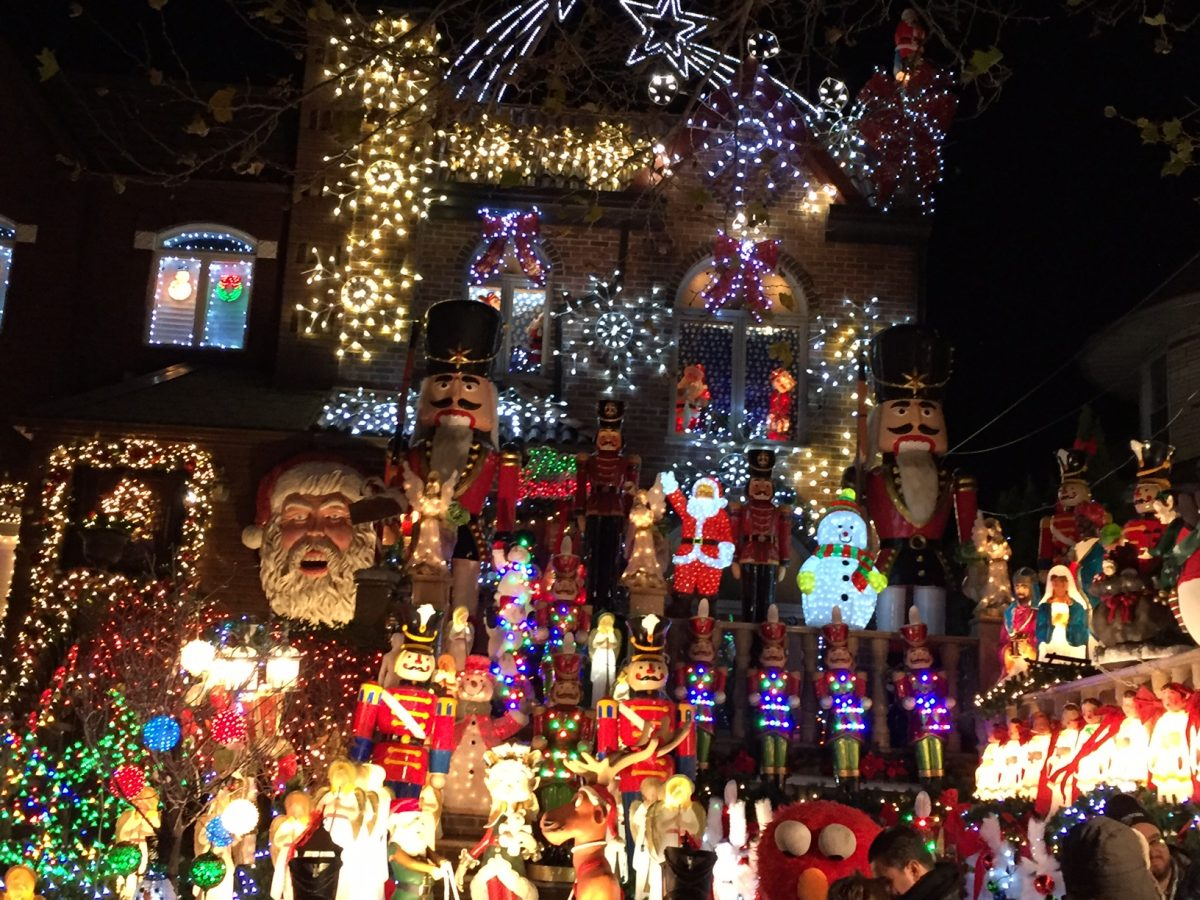 Dyker Heights Brooklyn Christmas Lights.Dyker Heights Christmas Lights Sights By Sam